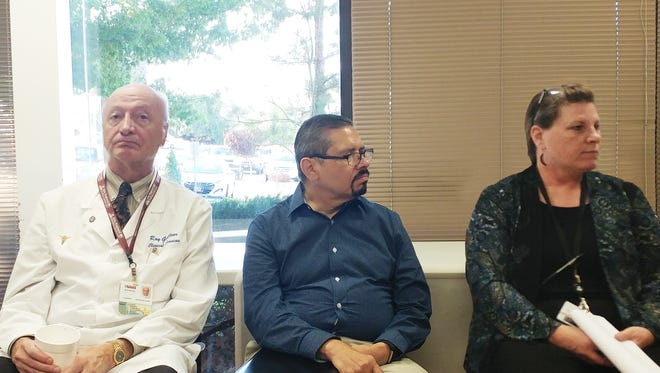 From left, are Taffy Arias, CEO, leading the daily Safety Huddle at Gila Regional. Ray Goellner, Director of Pharmacy, Rennie Mariscal, Director of Discharge Planning; Peggy White, CNO and Ron Corbly, Interim Director of Facility Maintenance.