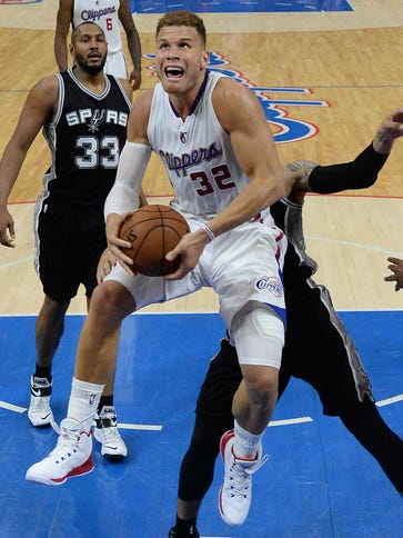Los Angeles Clippers forward Blake Griffin (32) battles