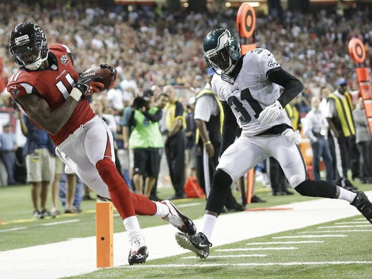 Atlanta Falcons wide receiver Julio Jones (11) makes a touchdown catch against Philadelphia Eagles defensive back Byron Maxwell (31) during the first half of an NFL football game, Monday, Sept. 14, 2015, in Atlanta. (AP Photo/Brynn Anderson)