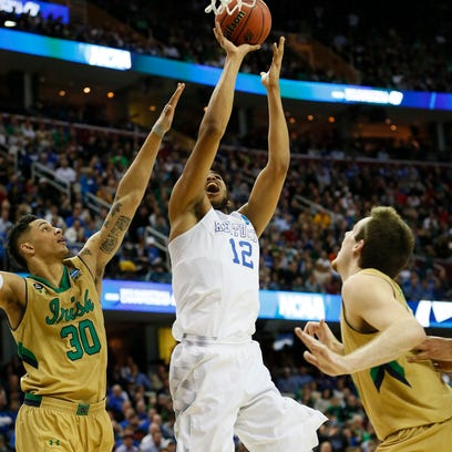 Kentucky Wildcats forward Karl-Anthony Towns (12) goes