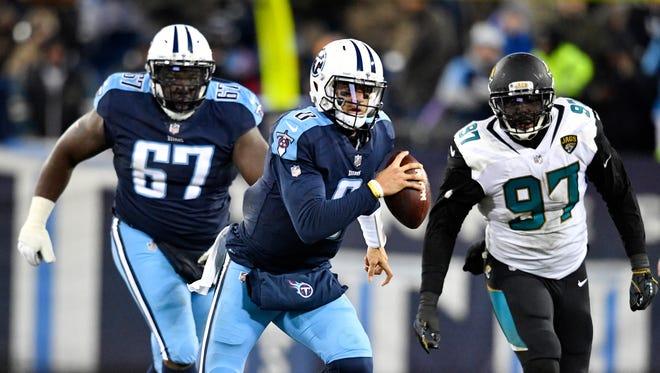 Titans quarterback Marcus Mariota (8) advances on a keeper during the third quarter at Nissan Stadium Sunday, Dec. 31, 2017 in Nashville, Tenn.