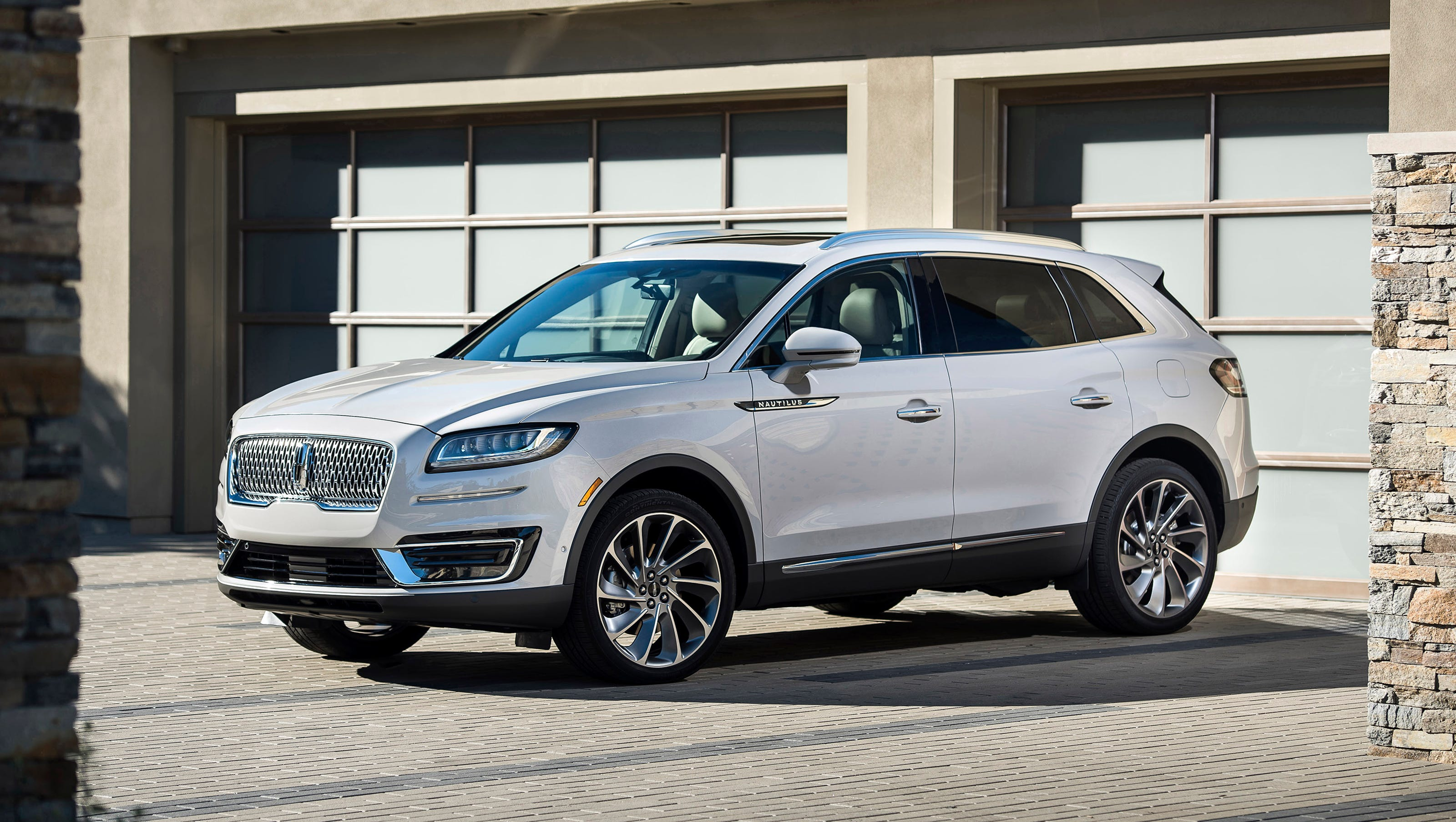 Lincoln Redesigns Bestselling Mkx Midsize Suv Renames It Nautilus