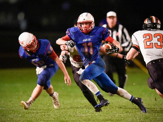 St. Cloud Apollo's Peter Nelson breaks away on a kickoff