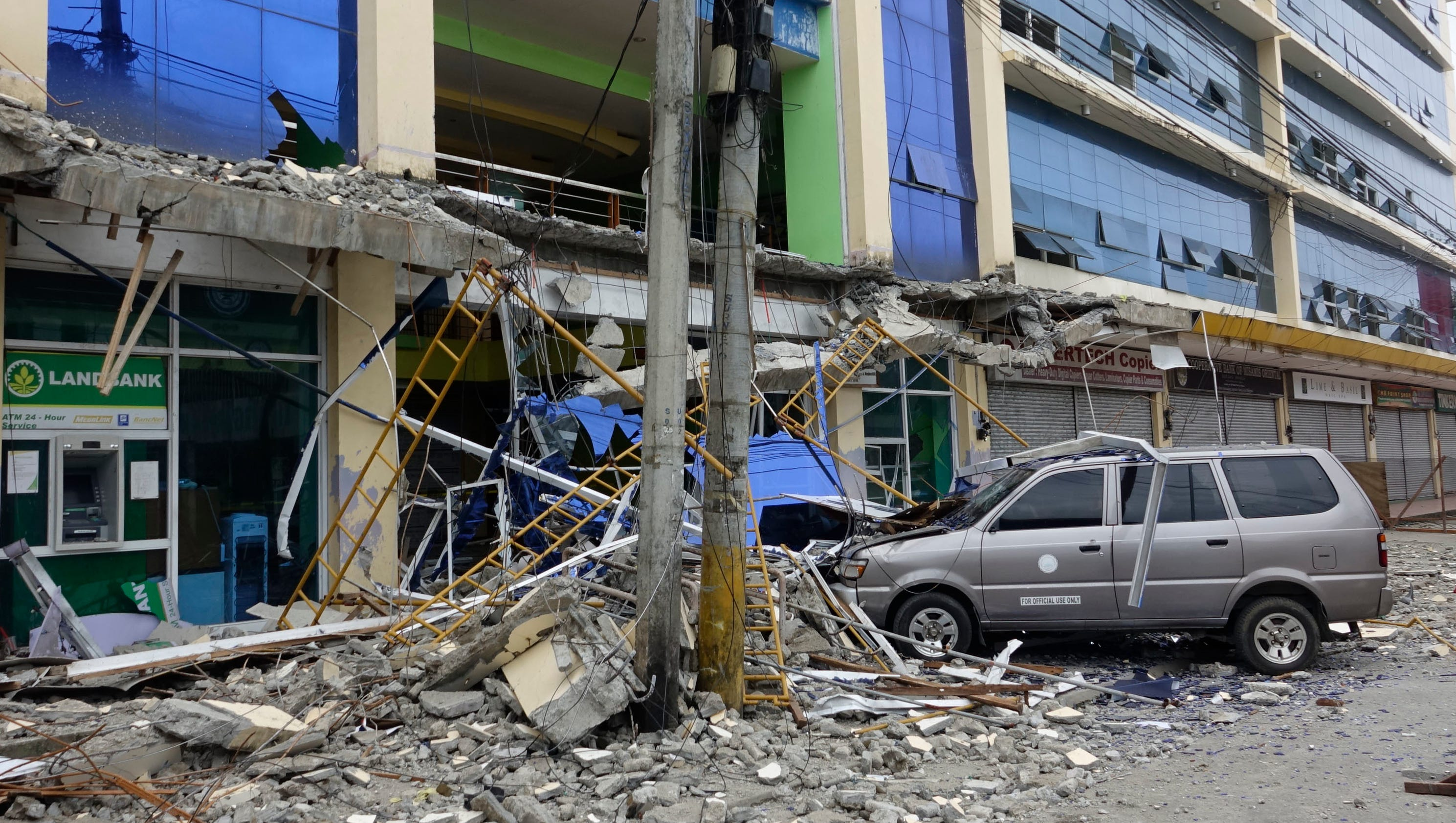 Deadly earthquake hits Philippines