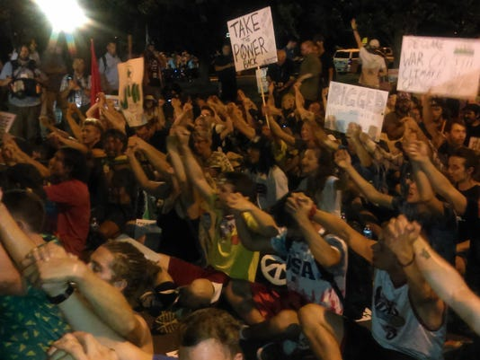 636052617318387429-protesters-unrest.jpg