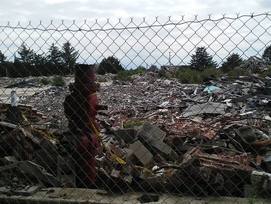 Countless rubble piles can be seen at the site of the