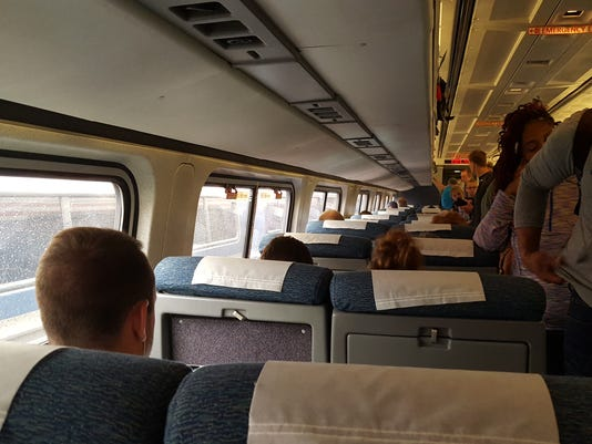 636349460960921992-Amtrak-passengers.jpg
