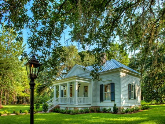 Southern Living magazine featured Oak Leaf Cottage on theJune 2017 cover. The 800-square-foot guest house is located 30 minutes outside of Tallahassee.