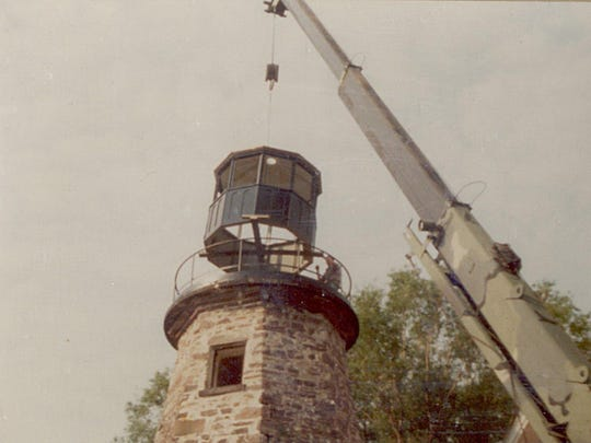 The new lantern room, re-created by Edison Technical High School students, is replaced atop the lighthouse tower in 1984.
