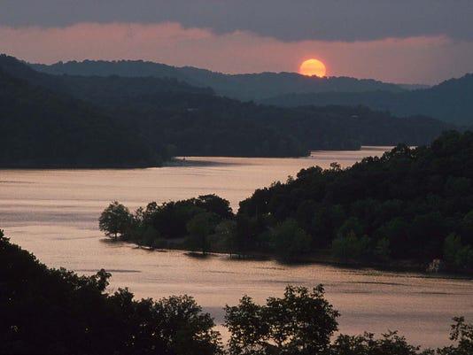 -center_hill_lake.jpg_20090619.jpg