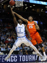 Syracuse guard Tyus Battle (25) tries to block in a