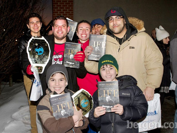 Fans meet wwe star shawn michaels in ridgewood m4hsunfo Image collections