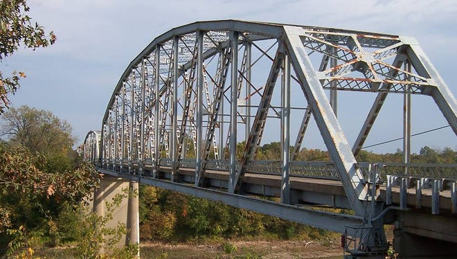 The Spottsville bridge over the Green River in Henderson County.