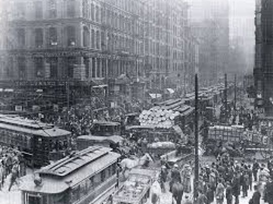 A congested Chicago street scene from about 1900.