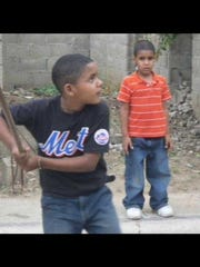 Waldy Arias hits as a child in the Dominican Republic