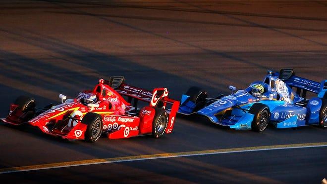 Drivers Scott Dixon (9) and Tony Kanaan (10) battle in Turn 3 during the Desert Diamond West Valley Phoenix Grand Prix Saturday, April 2, 2016 at PIR in Avondale, Ariz.