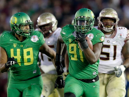 PASADENA, CA - JANUARY 01:  Linebacker Tony Washington #91 of the Oregon Ducks runs back a fumble by quarterback Jameis Winston #5 of the Florida State Seminoles for a 58-yard touchdown in the third quarter of the College Football Playoff Semifinal at the Rose Bowl Game presented by Northwestern Mutual at the Rose Bowl on January 1, 2015 in Pasadena, California.  (Photo by Ezra Shaw/Getty Images)