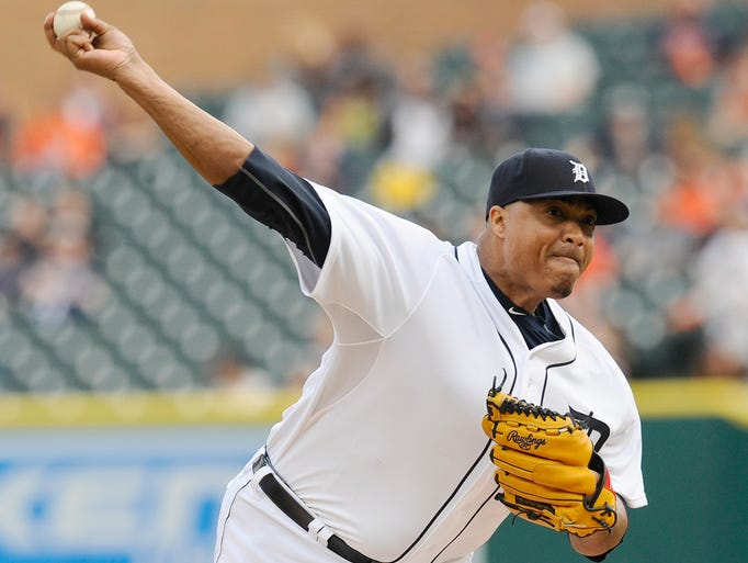 Tigers' starting pitcher Alfredo Simon (31) pitches