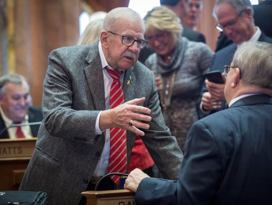 Rep. Clel Baudler talks with Rep. David E. Heaton during
