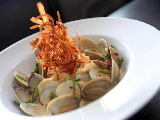 Clams New England with little neck clams, bacon and
