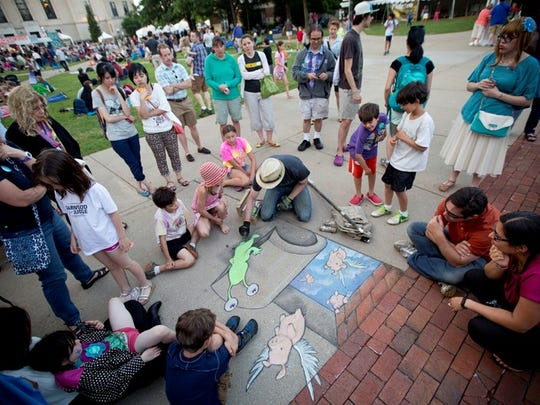 Ann Arbor chalk artist David Zinn draws at the 2014