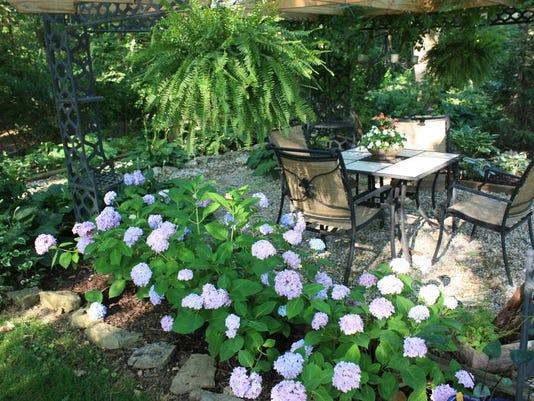 gardenvignette.jpg