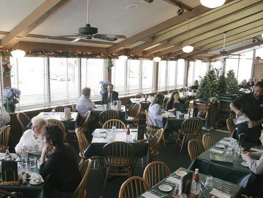 Keenan's restaurant begins filling up during lunch