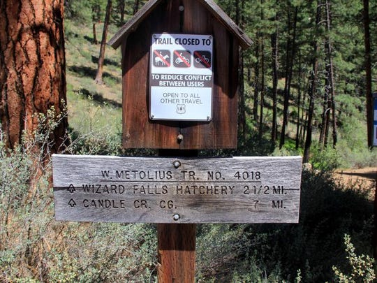 The trailhead at Canyon Creek Campground leads to the best section of the Metolius River Trail.