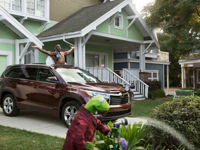 Toyota's 2014 Super Bowl commercial has enlisted the Muppets for this year's advertising campaign.