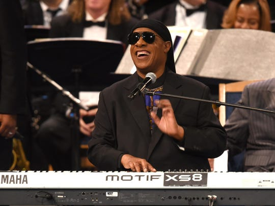 Stevie Wonder, performing at the funeral service for Aretha Franklin in August, announced his plan Tuesday to help firefighters and first responders who assisted with the fires at the 22nd annual House Full of Toys Benefit Concert on Dec. 9.
