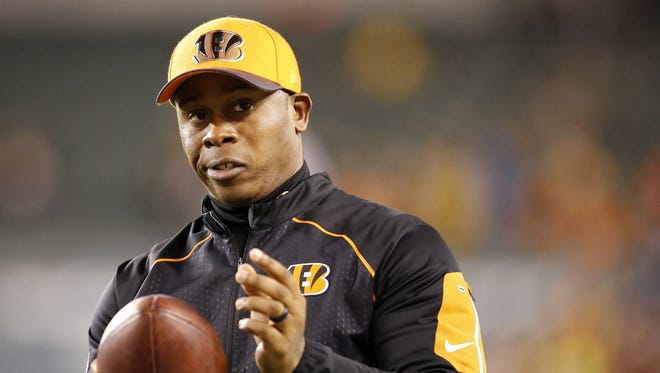Bengals defensive backs coach Vance Joseph during warmups before Saturday's game against the Steelers.