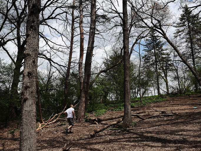 Radomir Kantar runs up the hill on the 18th hole while playing disc golf on Wednesday, May 14, 2014, at Tuthill Park in Sioux Falls.