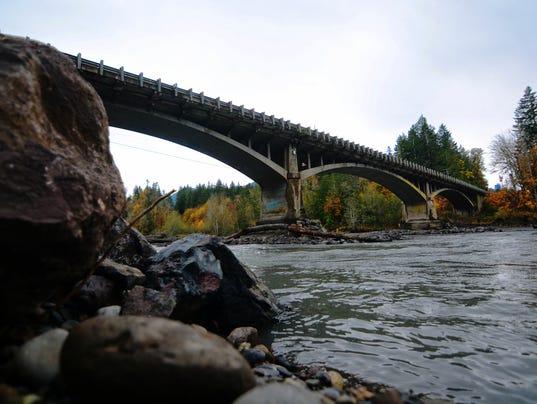 AP ELWHA RIVER BRIDGE A USA WA
