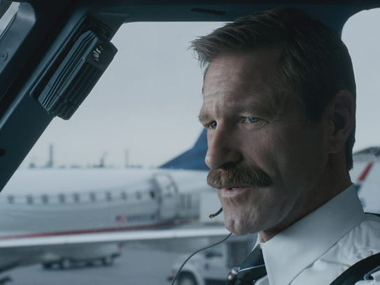 """Aaron Eckhart as Jeff Skiles in """"Sully.""""  The film"""