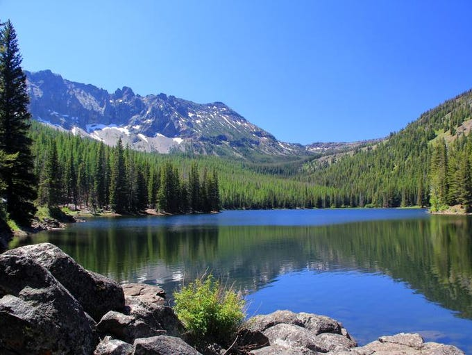 Strawberry Lake is the centerpiece of the Strawberry Mountain Wilderness.