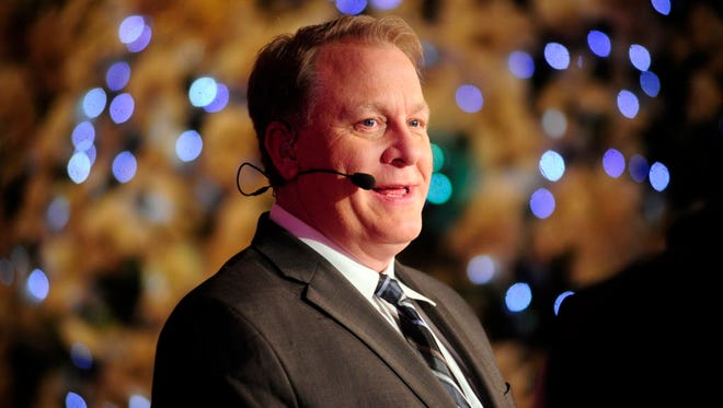 Former ESPN analyst Curt Schilling tweeted his support for a shirt threatening journalists on Monday.