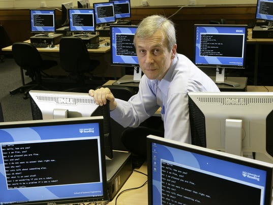 Kevin_Warwick_among_computers-original