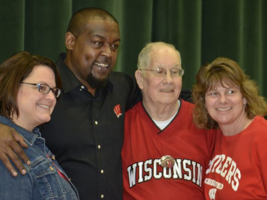 Ron Dayne poses for a photo with Badger Night chairman Bob Bergeon and his family.