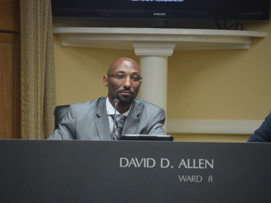 Councilman David Allen presents his ordinance.