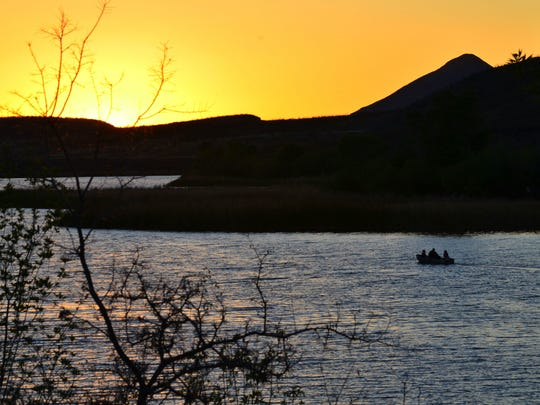 Boaters enjoy the beauty of Patagonia Lake State Park.