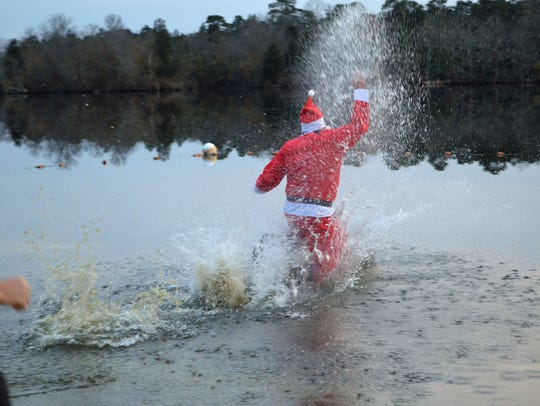 Santa plunges into Parvin Lake during the Parvin Polar