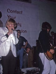 Keith Relf and Jeff Beck of the Yardbirds plays at