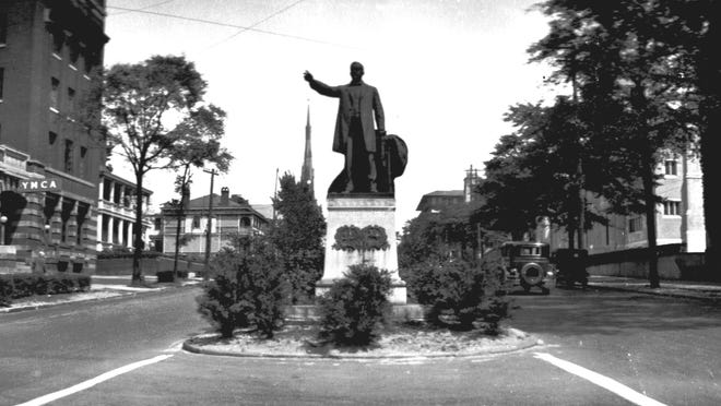 4. The George Davis statue erected by the United Daughters of the Confederacy at Third and Market streets in downtown Wilmington, as seen in the early 20th century.