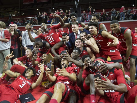 Rutgers players pose with the Boardwalk Trophy