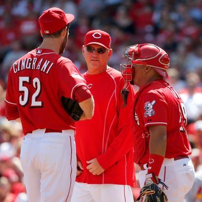 Cincinnati Reds pitching Jeff Pico, center, talks to