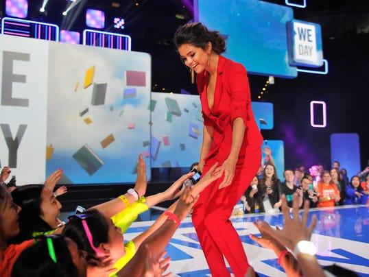 Selena crowd