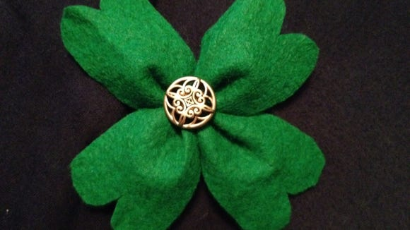 Add button to the center of the clover
