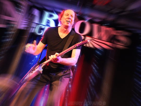 The Adrian Belew Power Trio plays Signal Kitchen in