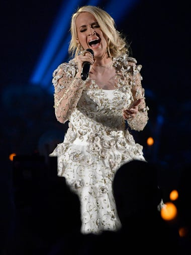 """Carrie Underwood sings """"Softly and Tenderly"""" in a tribute"""