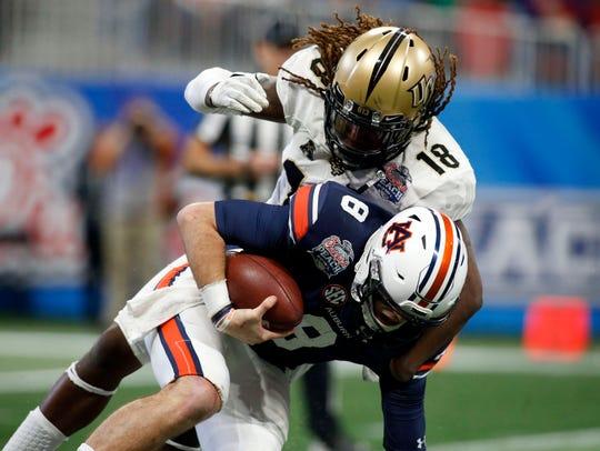 Central Florida linebacker Shaquem Griffin sacks Auburn